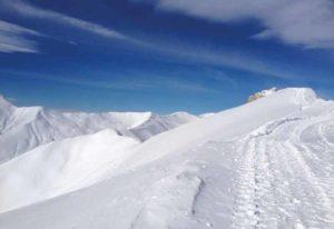 Les sommets enneigés des Alpes