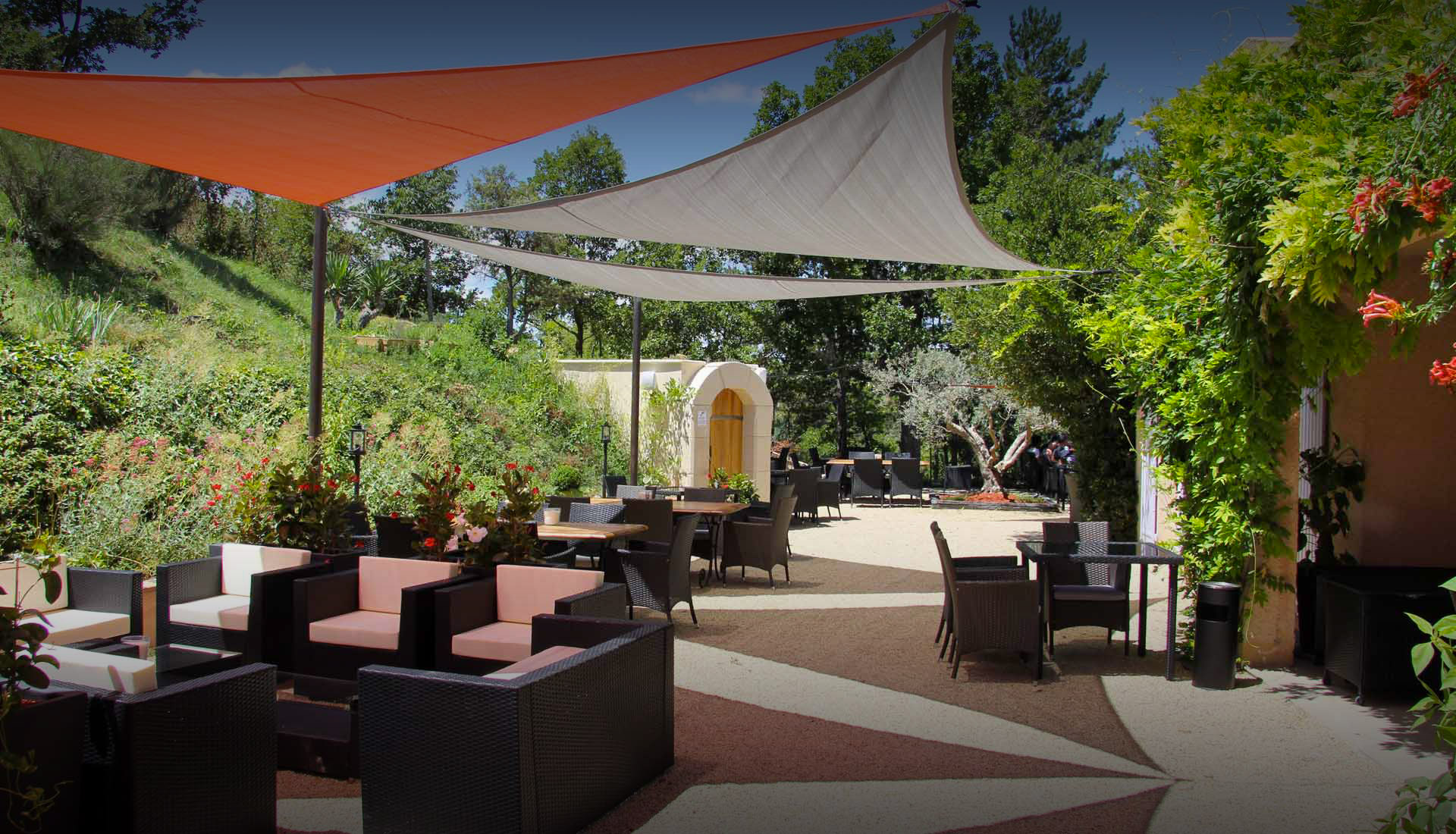 Restaurant chambres d 39 h tes et spa valensole le for Restaurant jardin